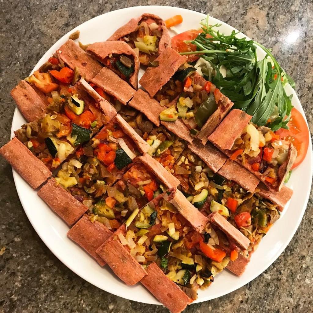 Vegan Pide mit Gemüse